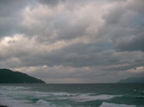 冬型気候の屋久島の海