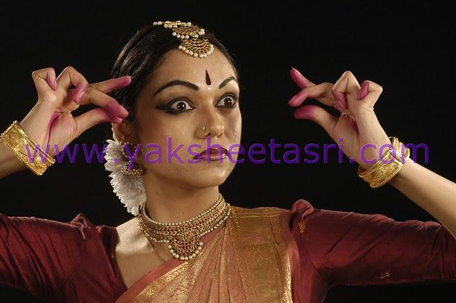 How to do eye makeup for kathak dance