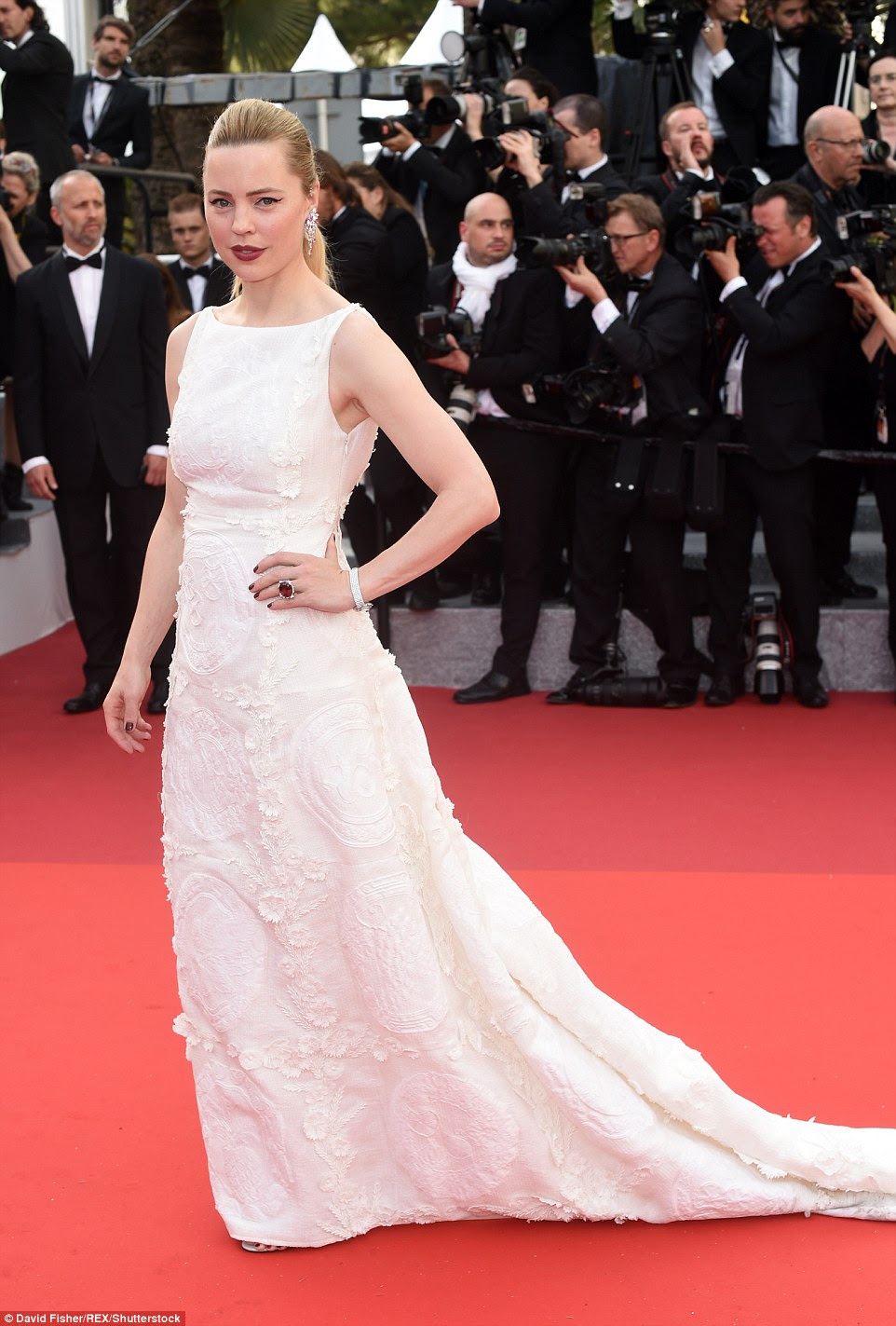 Making waves on the other side of the world: Aussie actress Melissa George wowed in white