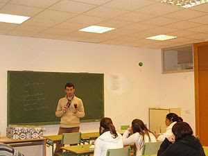 English: A teacher in the classroom