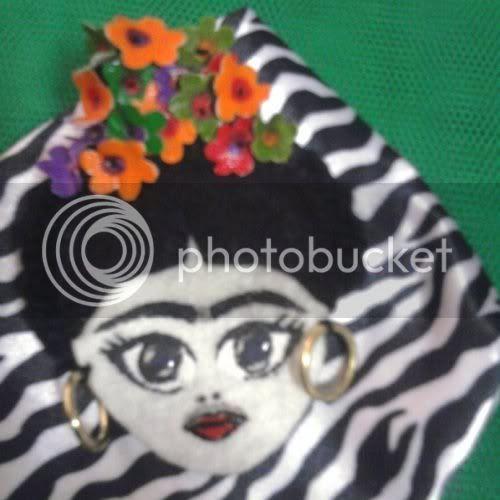 Kapkara Camdan Kelebek Frida Kahlo El Boyama Broş 2