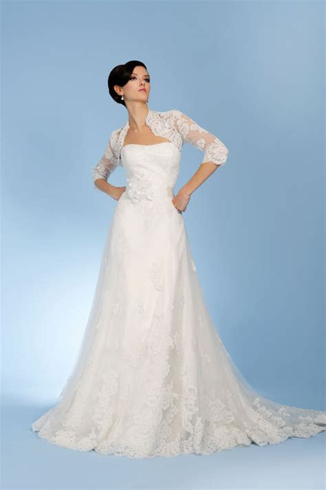 Get the vintage look with these new lace wedding dresses