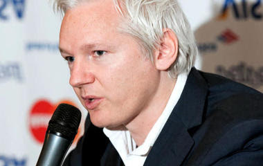 CIA looks for WikiLeaks source