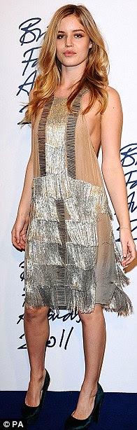 Mais quentes da moda estrelas jovens: Georgia May Jagger, Amber Le Bon e Tali Lennox brilhou na premiação
