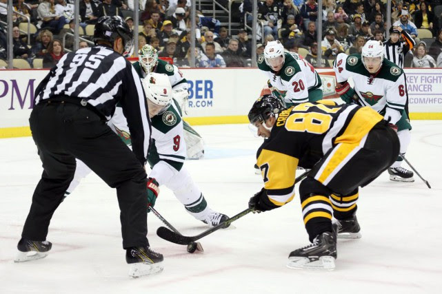 Mikko Koivu et Sidney Crosby... (Photo Charles LeClaire, USA Today Sports)