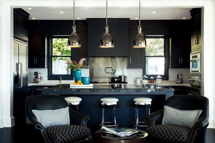 Suzie: LDA Arkitekter - Sofistikerad svart kök med svarta köksluckor med ...
