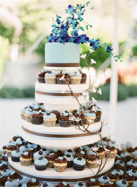 One tier wedding cake with cupcakes   idea in 2017   Bella
