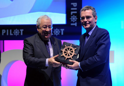 Pablo Isla recibiendo el Premio PILOT. 2010.