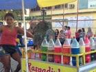 Ambulante aposta em bebida colorida (Quésia Melo/G1)