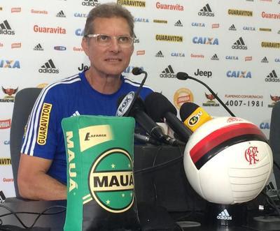 Oswaldo concedeu entrevista nesta sexta-feira, no Ninho (Foto: Ivan Raupp/GloboEsporte.com)