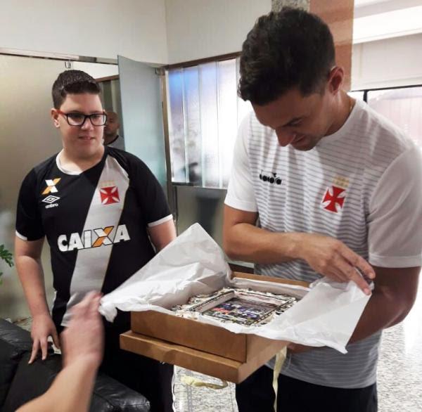 José Eduardo presenteou ídolo Martín Silva com um quadro personalizado