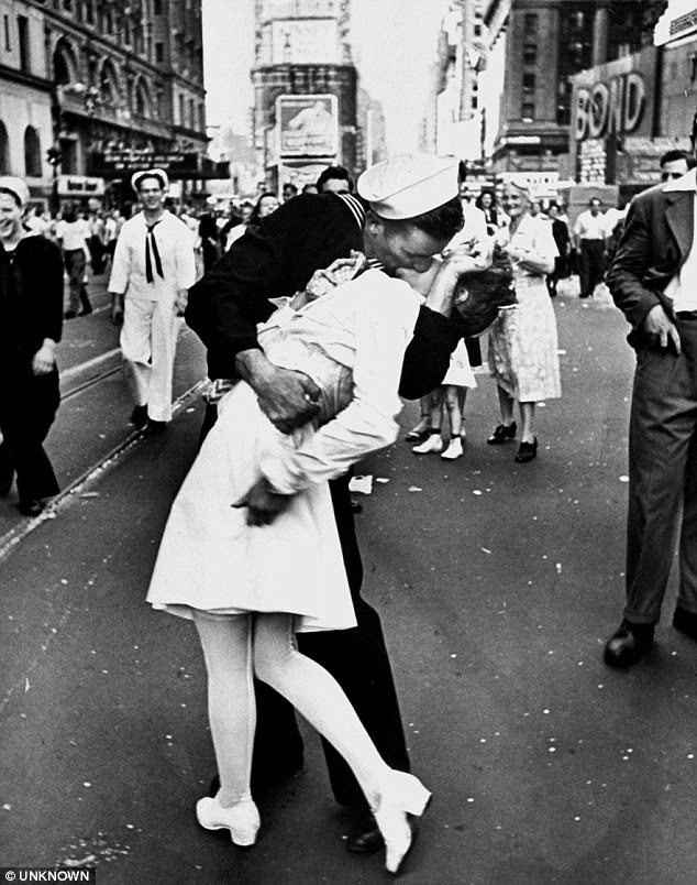 Edith Shain was captured in a passionate clinch with a sailor on V-J Day by Alfred Eisenstaedt in 1945