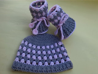 Hat_and_booties_small2