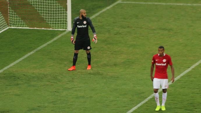 Ernando zagueiro Inter (Foto: Tomás Hammes / GloboEsporte.com)