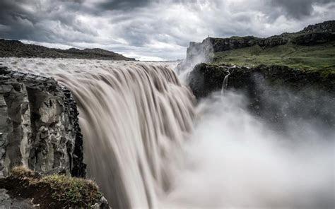 hd powerful waterfall  rock ledge wallpaper
