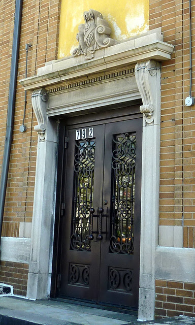 P1060144-2012-03-25-English-Avenue-Historic-Westside-Phoenix-Flies--English-Avenue-Carnegie-detail-door