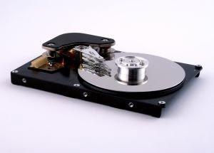Disco rígido precisa ser particionado antes de ser usado. Antes de mudar as partições, é mais seguro fazer um backup