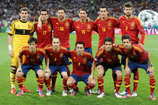http://upload.wikimedia.org/wikipedia/commons/4/45/Spain_national_football_team_Euro_2012_final.jpg