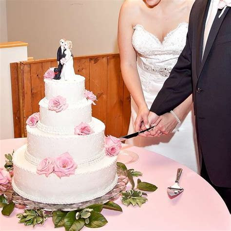 Here Are Best Cake Cutting Song Ideas To Live The Moments