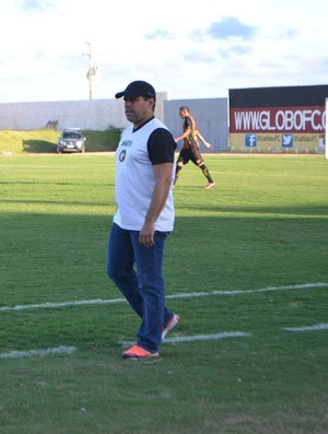 Leandro Sena, técnico do Globo FC (Foto: Jocaff Souza/GloboEsporte.com)