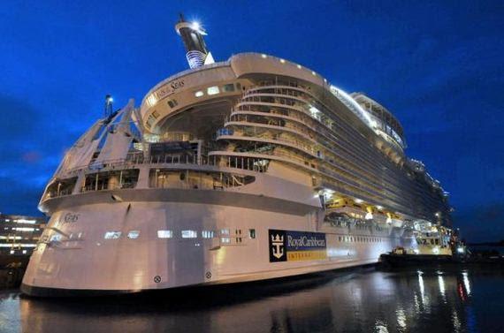 Kapal Terbesar Di Dunia iaitu Kapal Royal Caribbean.
