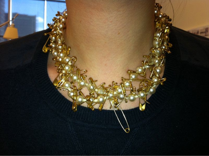 Love this NET-A-PORTER staffer's Tom Binns pearl and safety pin necklace