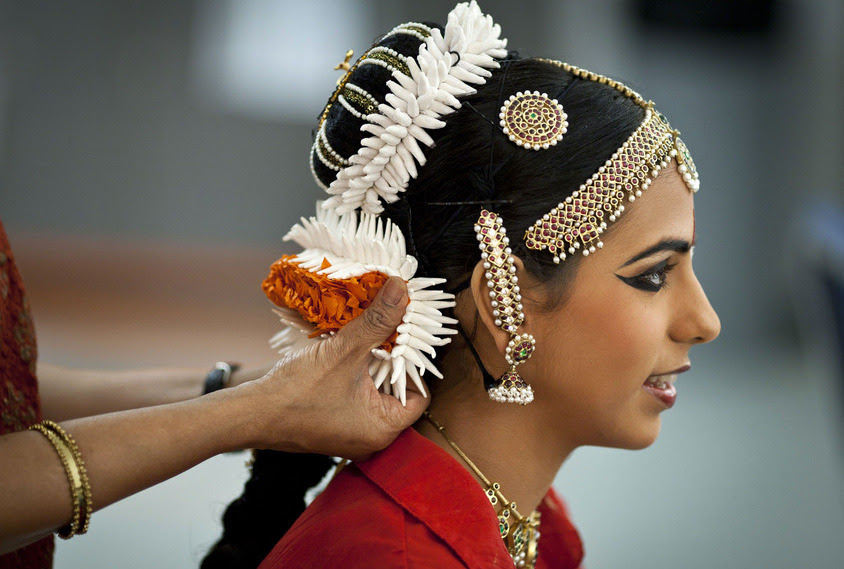 Resultado de imagen de bharatanatyam hairstyle