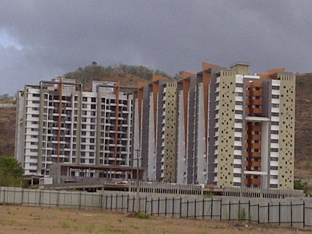 Pride Platinum from the kacha road to Amit's Sereno, 2 BHK & 3 BHK Flats near Pancard Clubs, Baner Pune 411045