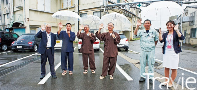 양조장이건 료칸이건 어디를 가나 오가는 손님을 맞는 일본인들의 환대는 정겹다.