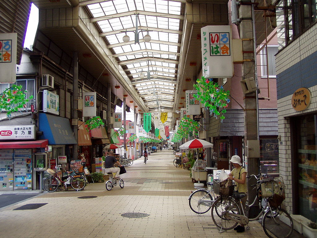 http://upload.wikimedia.org/wikipedia/commons/thumb/7/77/Tokyo-taito-shoppingarcade.jpg/1024px-Tokyo-taito-shoppingarcade.jpg