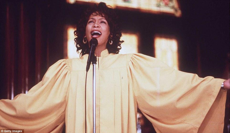 Mais tempo na tela: Ela voltou para a tela grande em 1995, Waiting to Exhale e, em seguida, em 1996, no Anjo em Minha Vida, visto aqui