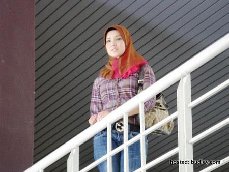 Zaliya (Faezah Elai) sering memerhati kehidupan Asmara dan Melati