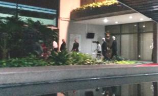 Los altos mandos de Intel bajaron a las 6:33 p.m. por una puerta lateral de Casa Presidencial sin dar mayor detalle.