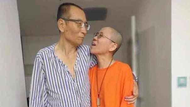 Liu Xiabo (izquierda) junto a su esposa, Liu Xia.