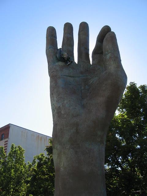 glisan_hand