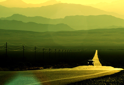 They Drive to Death Valley por TJ Scott