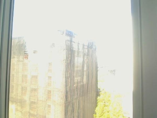 """""""Esta é uma imagem desbotada de um edifício em ruínas. Parece estar caindo e na necessidade de reparos"""" (Foto: Matt Richardson)"""