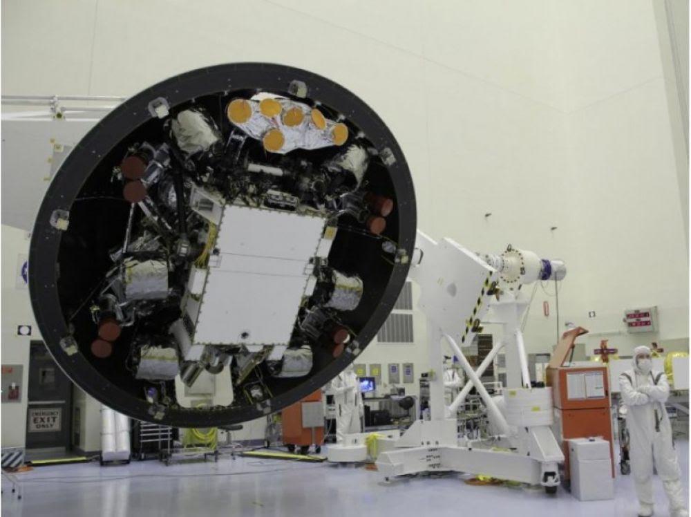 """Résultat de recherche d'images pour """"Curiosity cible un rocher martien"""""""