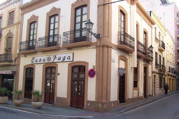 """Fachada Bar """"Casa Puga"""" desde 1870 en el casco Histórico de Almería"""