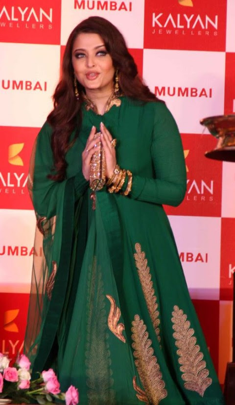 Aishwarya-Rai-At-Bachchan-Launch-Kalyan-Jewellers-Store-Opening-Pictures-Photos-4