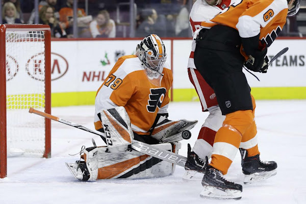 406259e0d00 Hart stops 20 shots in NHL debut, Flyers top Red Wings