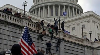 Унёсший трибуну спикера Палаты представителей США отпущен под залог