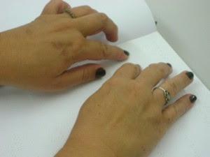 Deficientes aprendem leitura em braile na região de Itapetininga, SP (Foto: Guilherme Martins/G1)