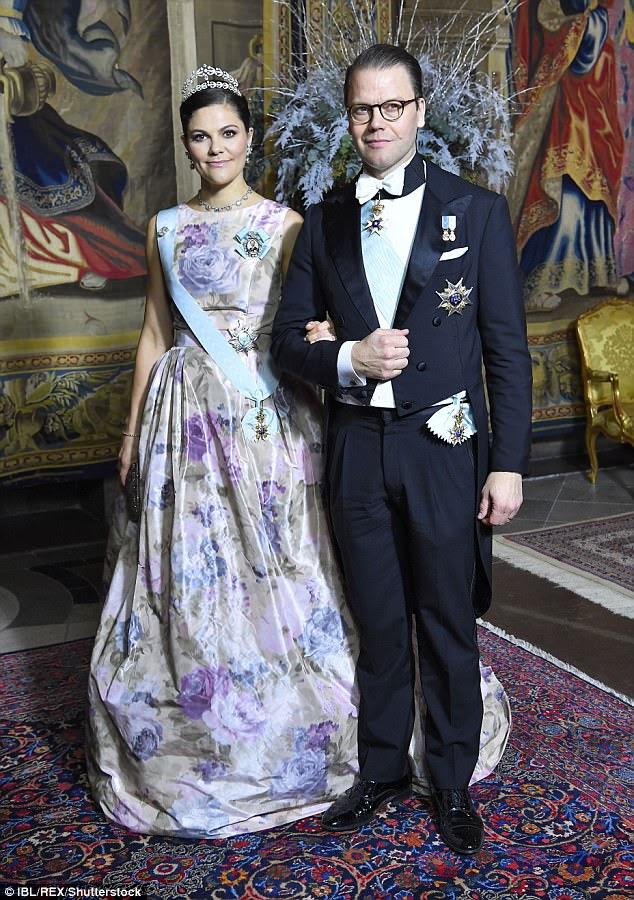 O rei e a rainha juntaram-se a Crown Princess Victoria e o marido Prince Daniel
