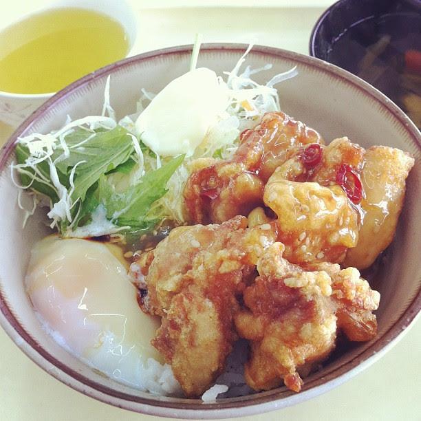 上福岡丼。 Fried chicken rice.