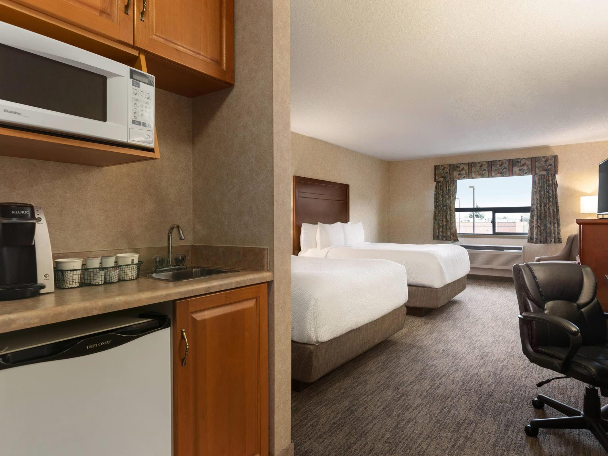 Review Days Inn & Suites by Wyndham Brooks