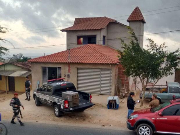Casa de um dos suspeitos era incompatível com a classe social do bairro  (Foto: Silvia Torres/G1)