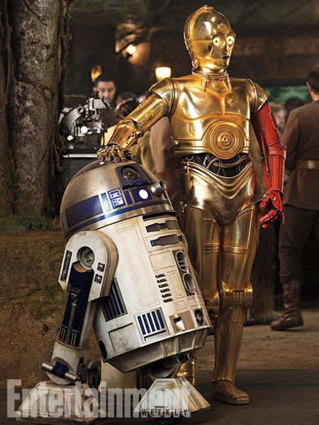 R2-D2 (Kenny Baker) and C-3PO (Anthony Daniels) return in STAR WARS: THE FORCE AWAKENS.