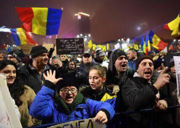 La retirada del decreto sobre corrupción no apaga las protestas masivas en Rumania