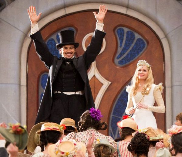 Oscar Diggs (James Franco) and Glinda the Good Witch (Michelle Williams) greet the townspeople at Glinda's Castle in OZ: THE GREAT AND POWERFUL.